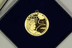 1972 Franklin Mint Apollo 17 Gold and Silver Eyewitness Medals